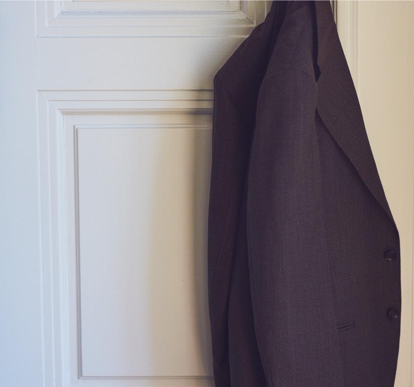ビジネスシーンで着用するイタリアブランドのネクタイやシャツ、オーダースーツをお取り扱いしております。