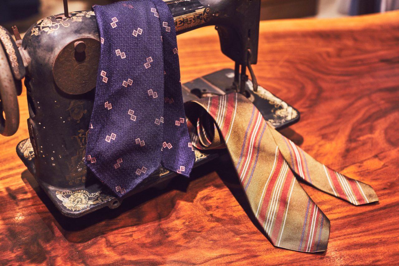 アット ヴァンヌッチ(Atto Vannucci)のグリーン・ネイビーのセッテピエゲネクタイをご紹介。アット ヴァンヌッチ(Atto Vannucci)のセッテピエゲのネクタイはクラシックなオーダースーツに合わせる事で、ビジネスシーンの装いをエレガントに演出します。