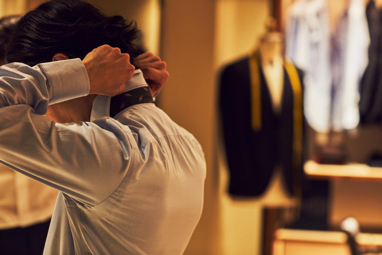 オーダーシャツの魅力はお客様のお体に合う1着をお召しいただく事が出来る事です。